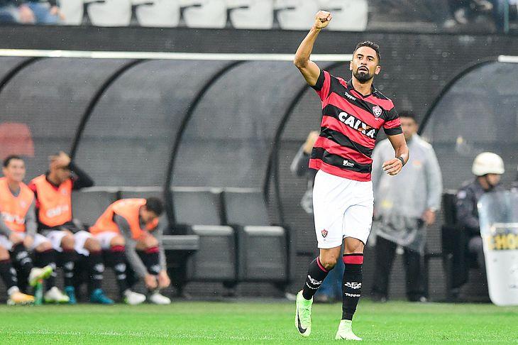 d2cba94aa0 Tréllez acerta com o Corinthians e aguarda liberação do Vitória - TNH1