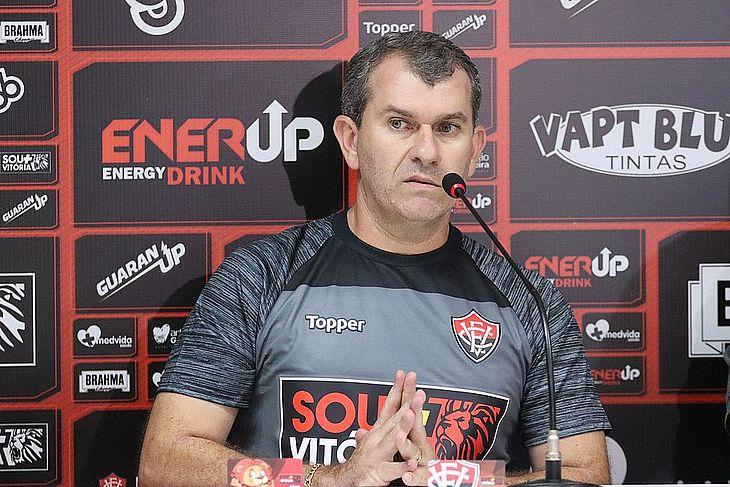 c268afe92 Vitória demite técnico Cláudio Tencati após novo tropeço na Série B ...