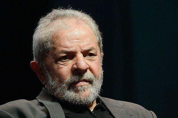 Após quase três horas, com intervalo, terminou pouco antes das 18h desta  quarta-feira (14) o interrogatório do ex-presidente Lula na Justiça Federal  do ... c069ff0d2a