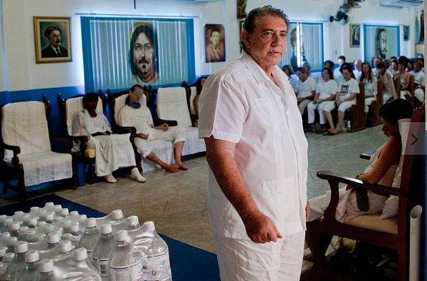 Resultado de imagem para Médium João de Deus se entrega à polícia em Goiás