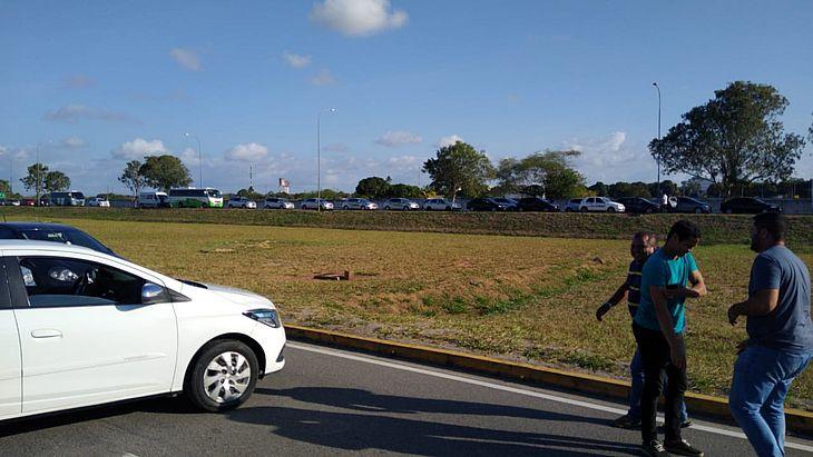 Vídeo: motoristas de aplicativo fazem manifestação no Aeroporto Zumbi dos Palmares - TNH1