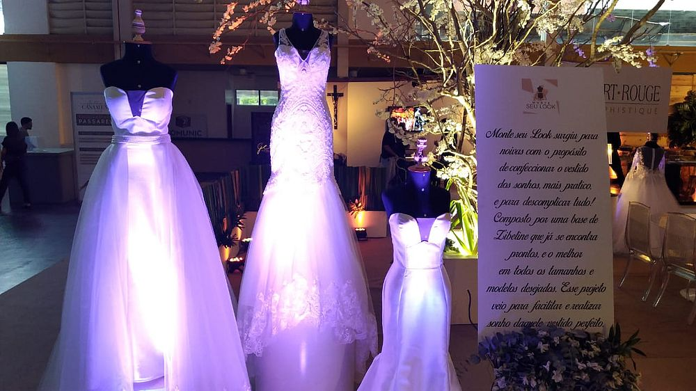 2311fda45 Entre os principais produtos e serviços em exposição, destacam-se os  vestidos de noivas, fotografia, filmagem, decoração, trajes e acessórios,  buffets, ...