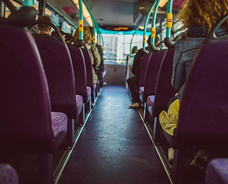 54d9be466 Homem é preso após ser flagrado assediando passageira de ônibus em ...