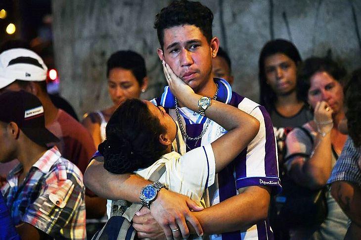 Corpos De Vítimas De Massacre Em Escola São Velados Em