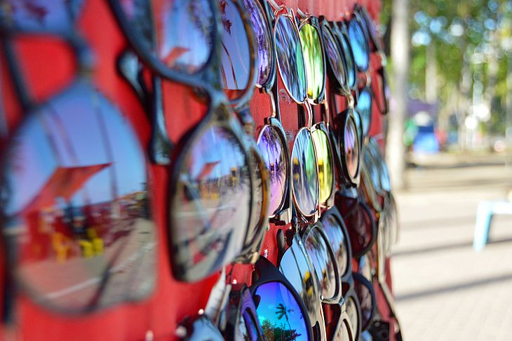 Oftalmologista alerta sobre os riscos de usar óculos de sol falsificados -  TNH1 f0dce17b10
