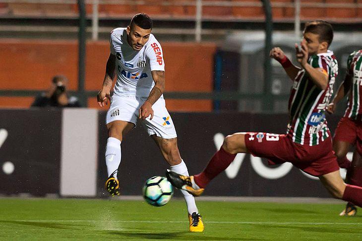 61b8d50aa2 Santos e Fluminense decepcionam torcida e ficam no empate sem gols ...
