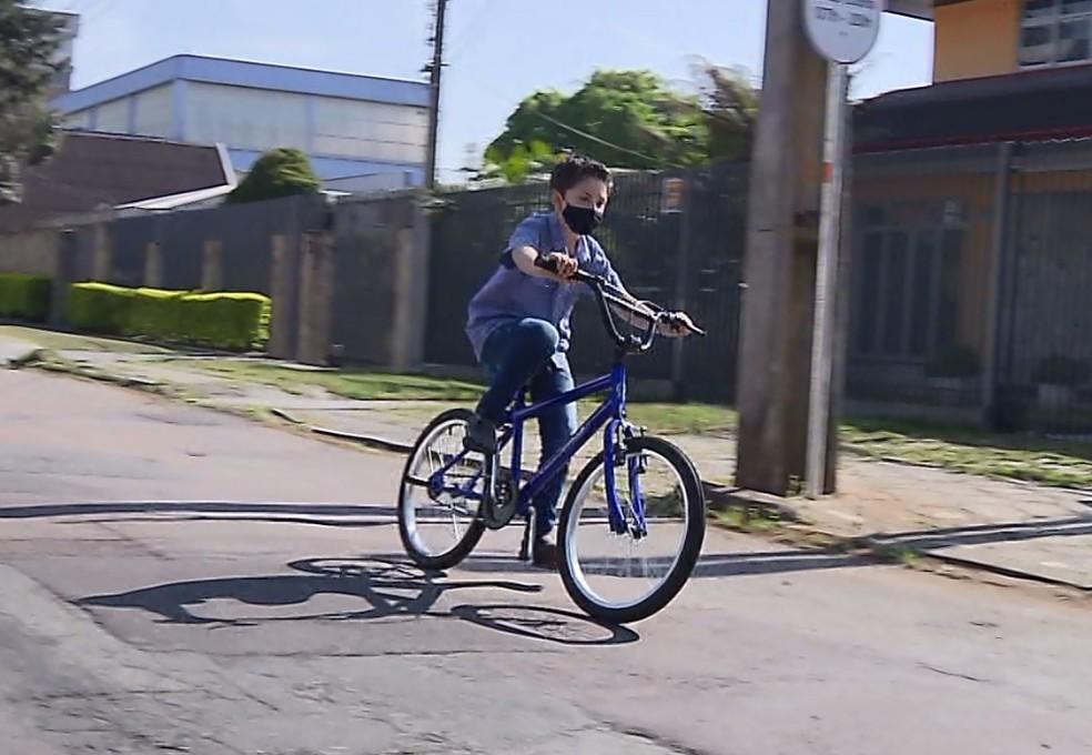 Bilhete de criança de 7 anos que caiu de bicicleta e riscou veículo  viraliza - TNH1